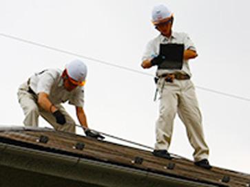 現場採寸 採寸や配管の状態確認、リフォーム内容によっては床下の点検や屋根裏等、普段見ることの少ないスペースの確認をさせていただく事もございます。