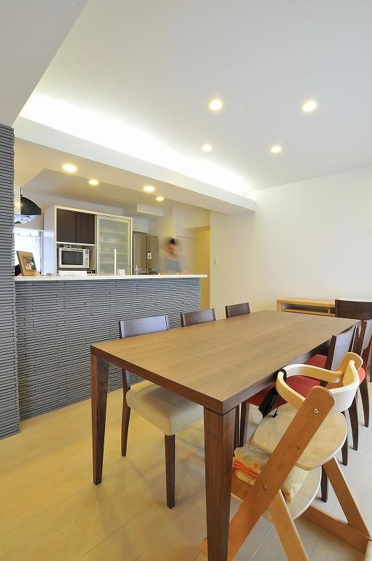 【キッチン】 キッチンは既存品を移設し対面式になりました。