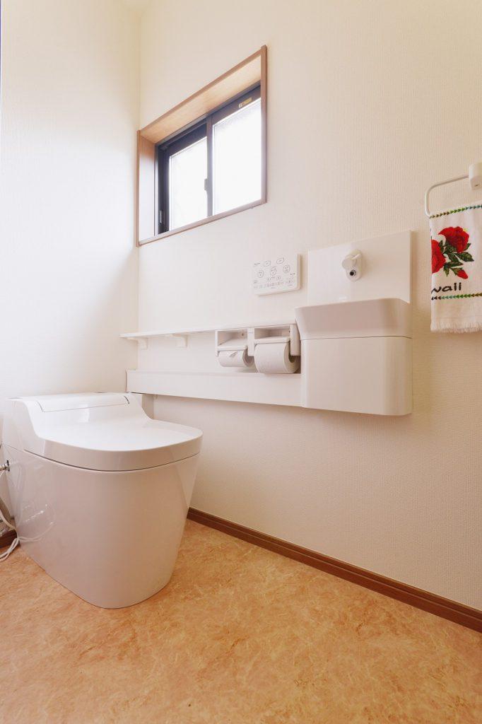 【トイレ】 手洗いカウンター付きタンクレストイレ