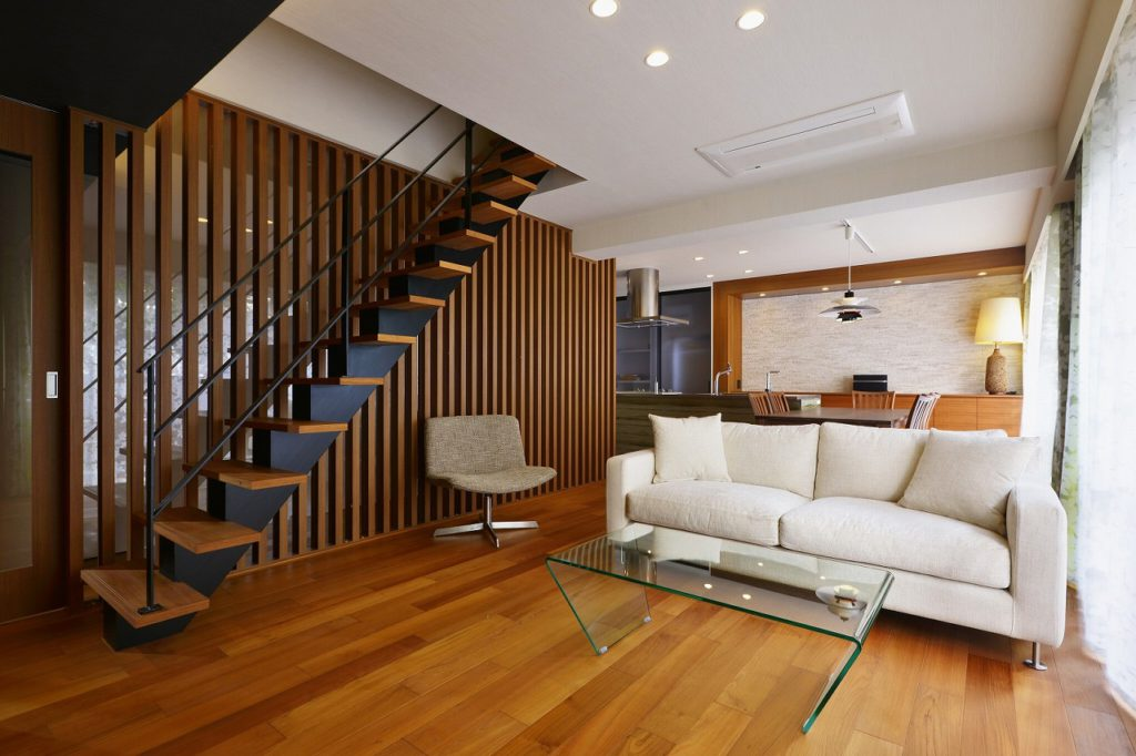 【LDK】 階段がアクセントとなる広がりのある空間