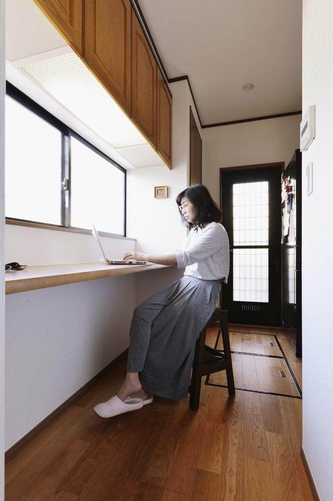 【ワークスペース】 既存の吊戸を活かした、奥様の家事スペース