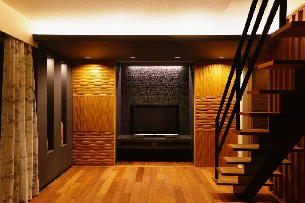【壁面収納】 建具やタイルのテクスチャが間接照明で強調されます