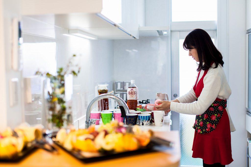 【キッチン】 奥様がおもてなしの準備をスムーズにできるキッチンに。