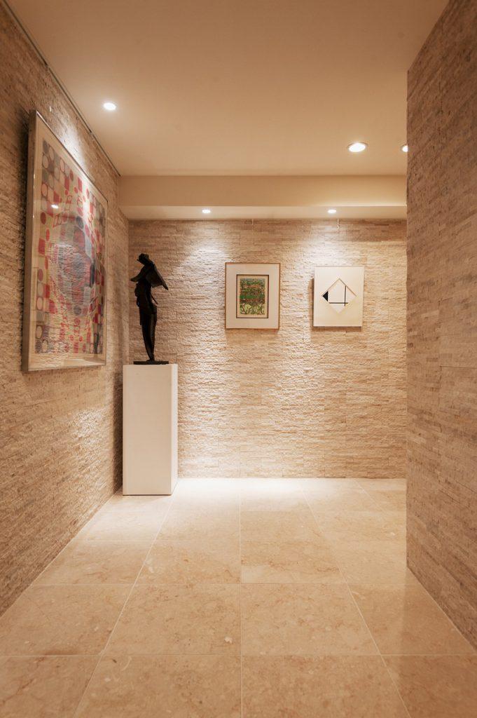 【ギャラリースペース】 飾る絵のサイズなどに合わせ、 照明等も計画しております