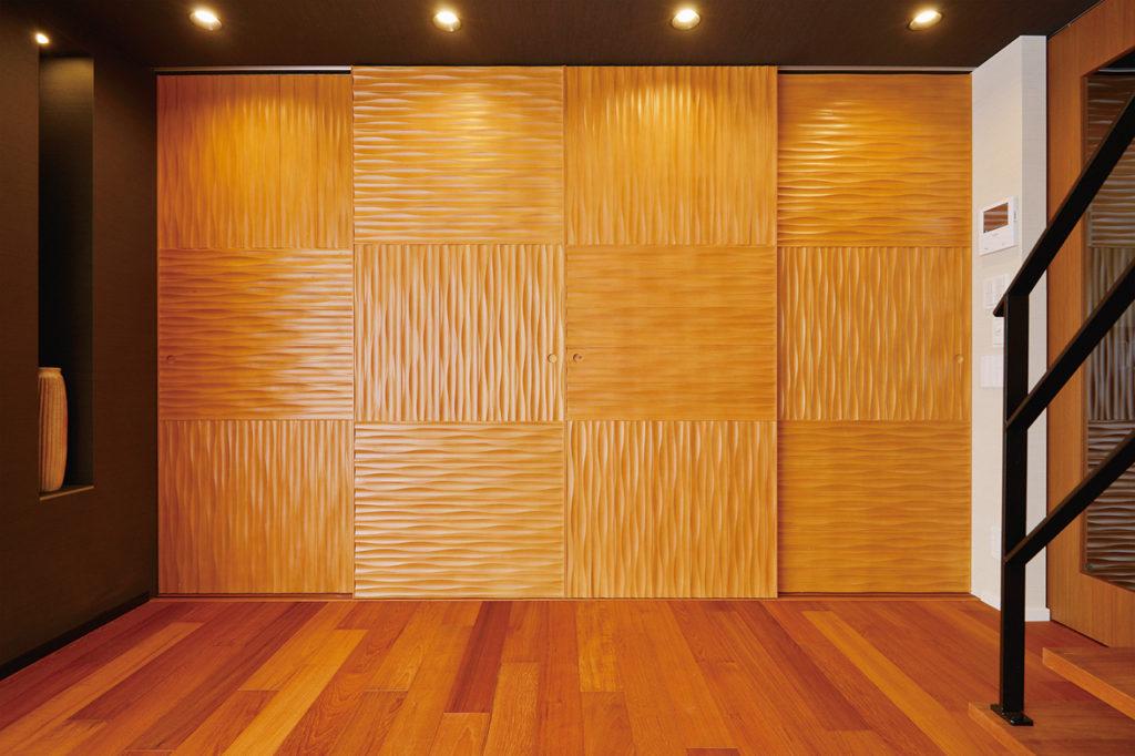 【壁面収納】 ウッドテックのデザインパネルを用いて建具を造作しています