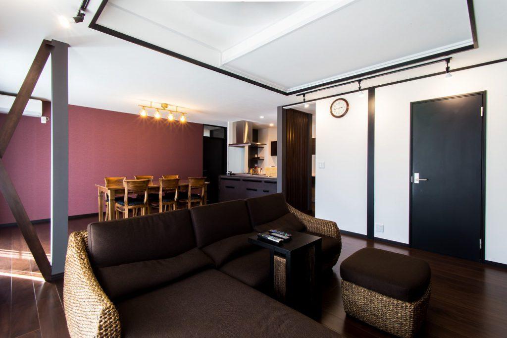 【リビングダイニング】 お施主様がこだわってセレクトされた 家具や照明器具がスパイスとなり アジアンリゾートLDKの完成です。