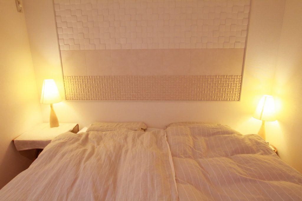 【寝室】 湿気のこもる寝室にもエコカラットを貼りました。