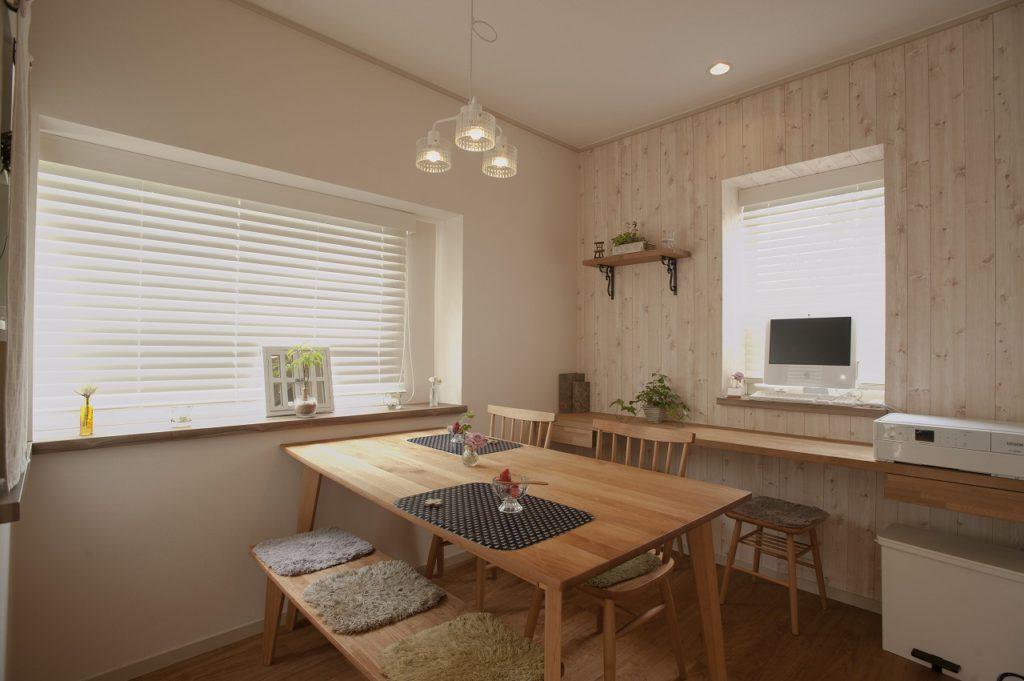 【ダイニング】 お客様のお気に入りの家具に合うような インテリアにしました。