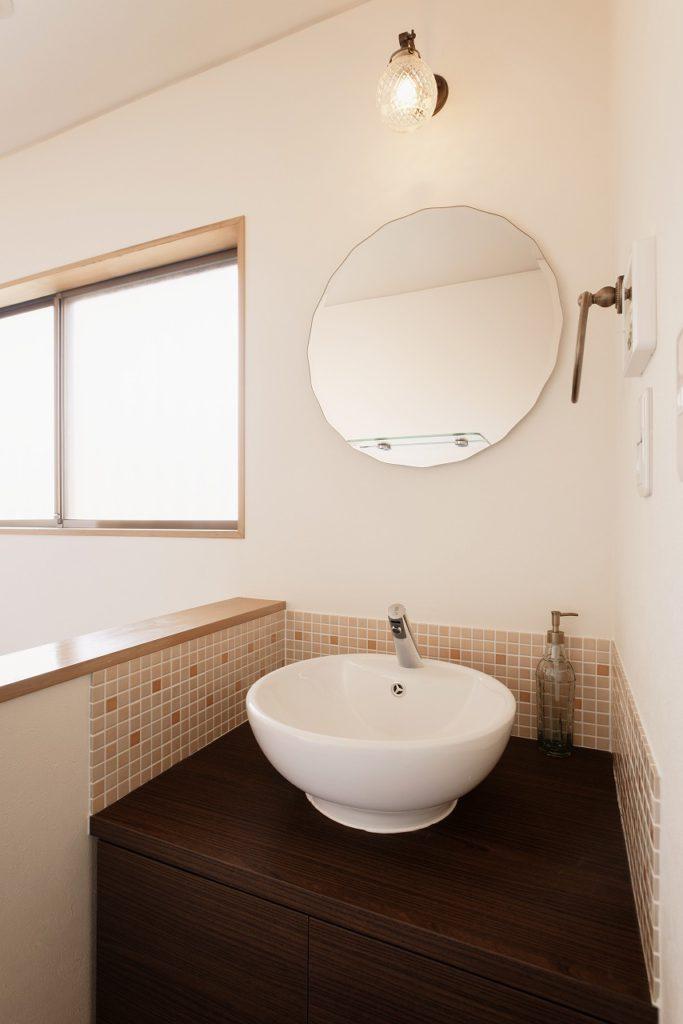 【手洗い器】 照明、ミラー、タオルかけはお客様のセレクト。 オリジナル手洗器が完成しました。