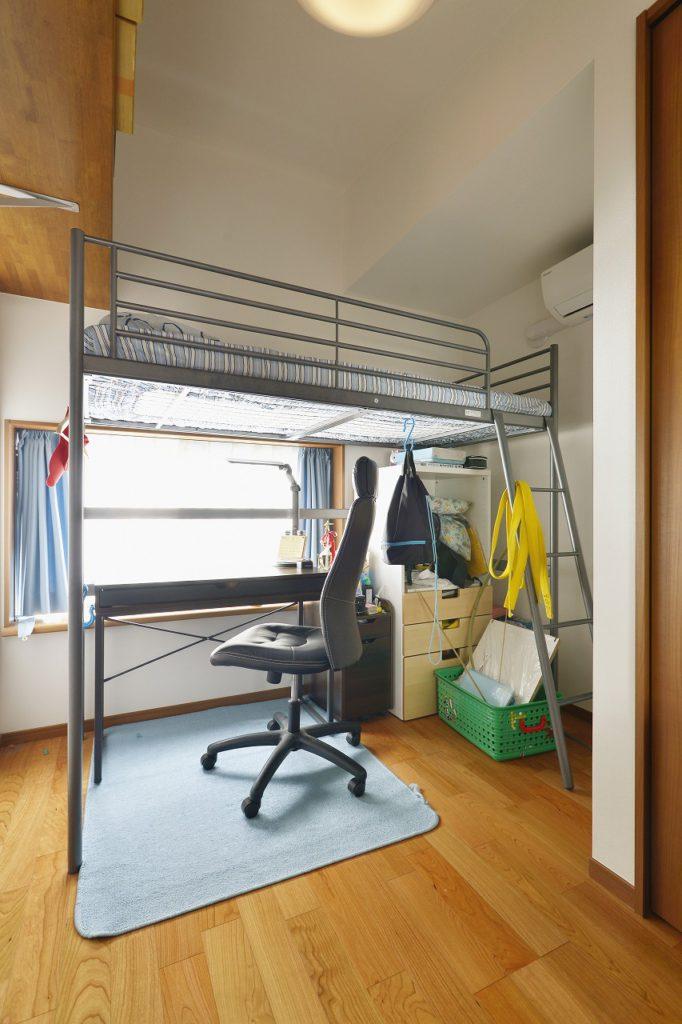"""【息子様のお部屋】 息子様のお部屋のテーマは大好きな""""餃子""""です。建具はナチュラルブラウン、壁紙はホワイトとシンプルに仕上がりました。"""