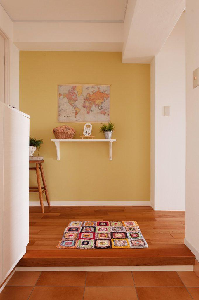 【玄関】 来客やご家族を迎える明るい玄関となりました。