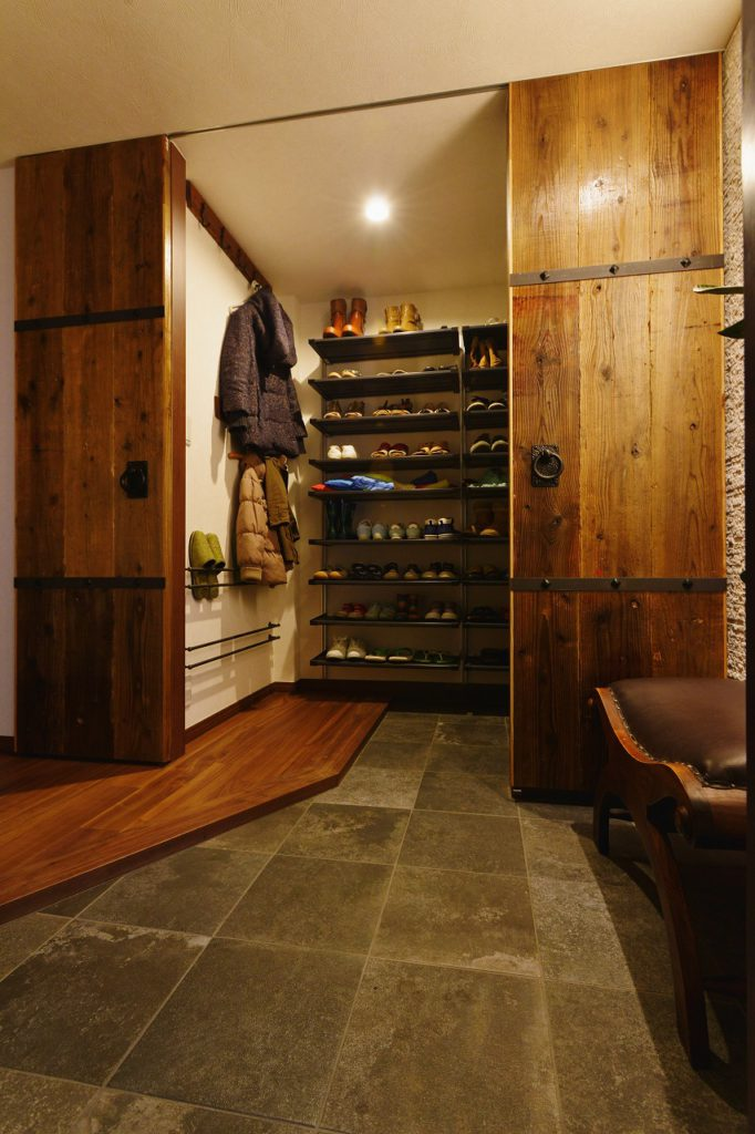 【シューズインクローク】大家族の玄関で大活躍。スッキリした暮らしにはすっきりした玄関。脱ぎっぱなしの靴を叱ることはなくなりました。
