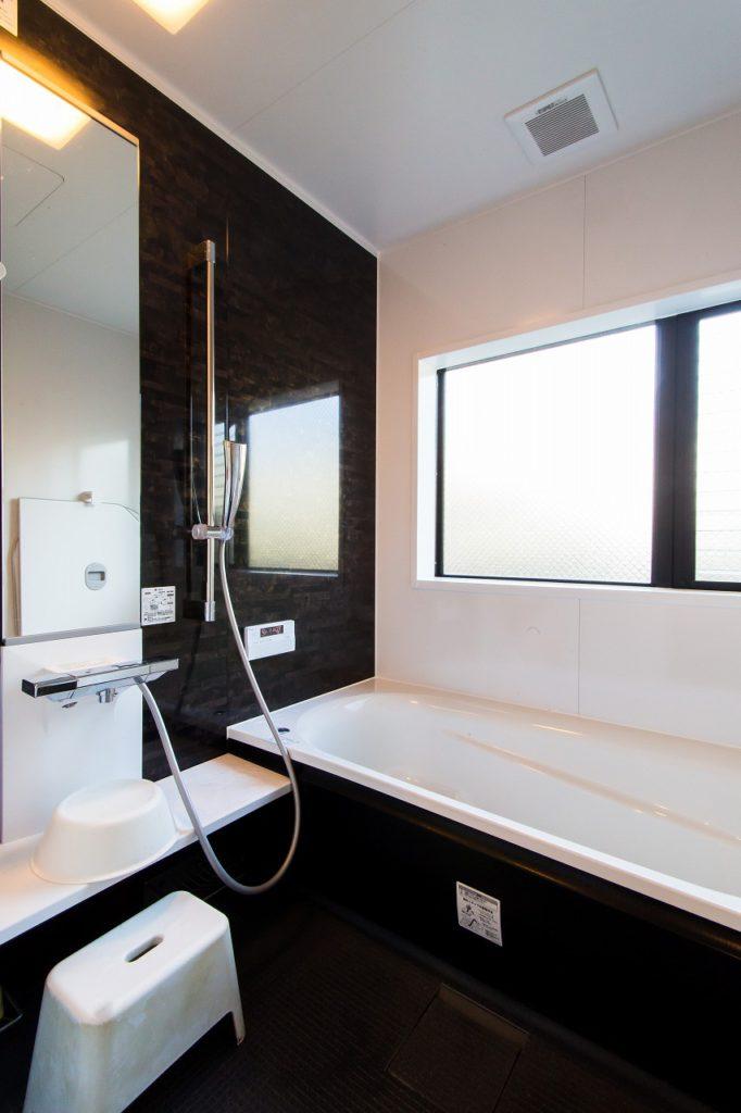 【浴室】 モノトーンでシックにまとめました。