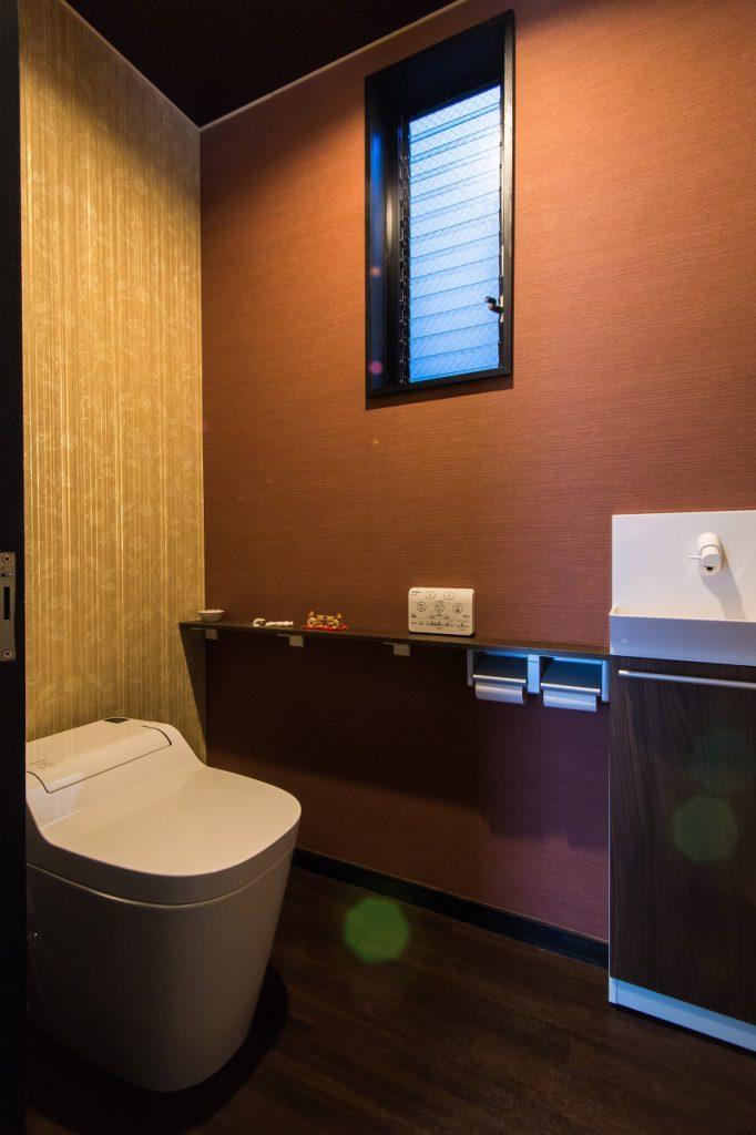 【トイレ】 アジアンリゾートな内装は ご夫婦のチョイスです。