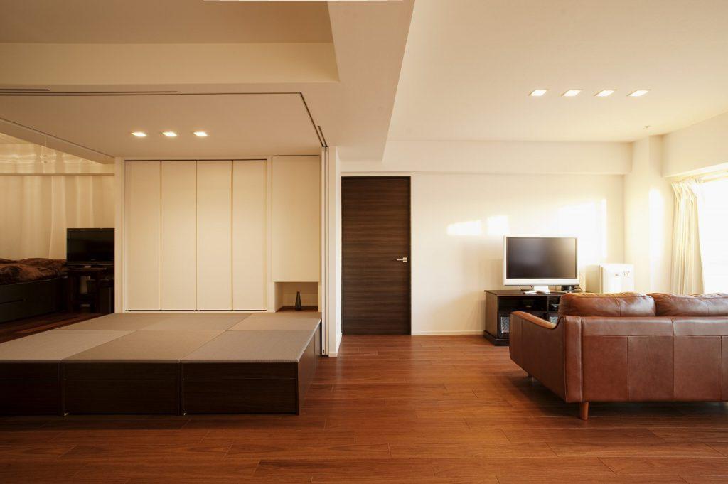 【和室】 普段はLDKを一体のお母様のお部屋。仕切りを閉じればプライベート空間に。