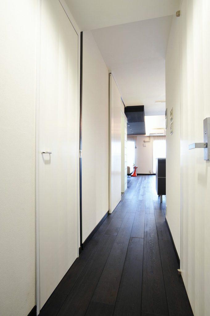▲リビング扉は壁に全て収まる引戸にし、使わない時は存在が気にならない作りにし、空間の統一にもこだわっています。