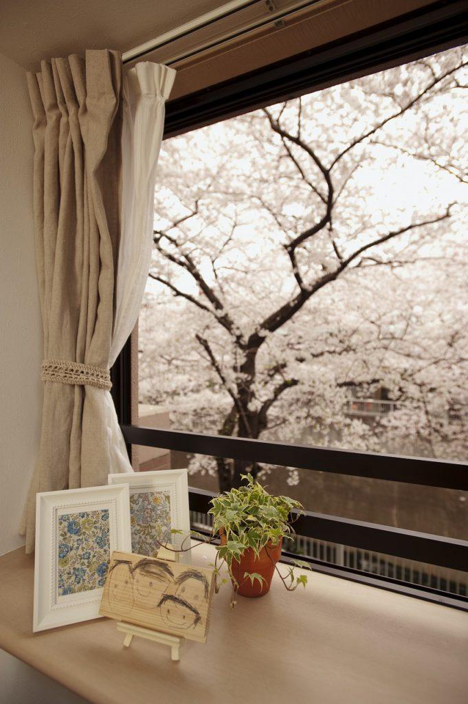 ▲春には桜が満開になるのをLDKから眺められます。お家でお花見が出来る特等席の出来上がりです。