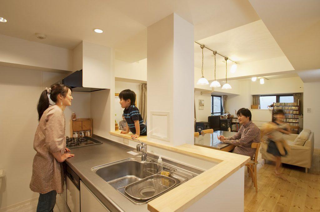 ▲対面キッチンは、部屋の中心にあったパイプシャフトを上手に見せることが出来ました。