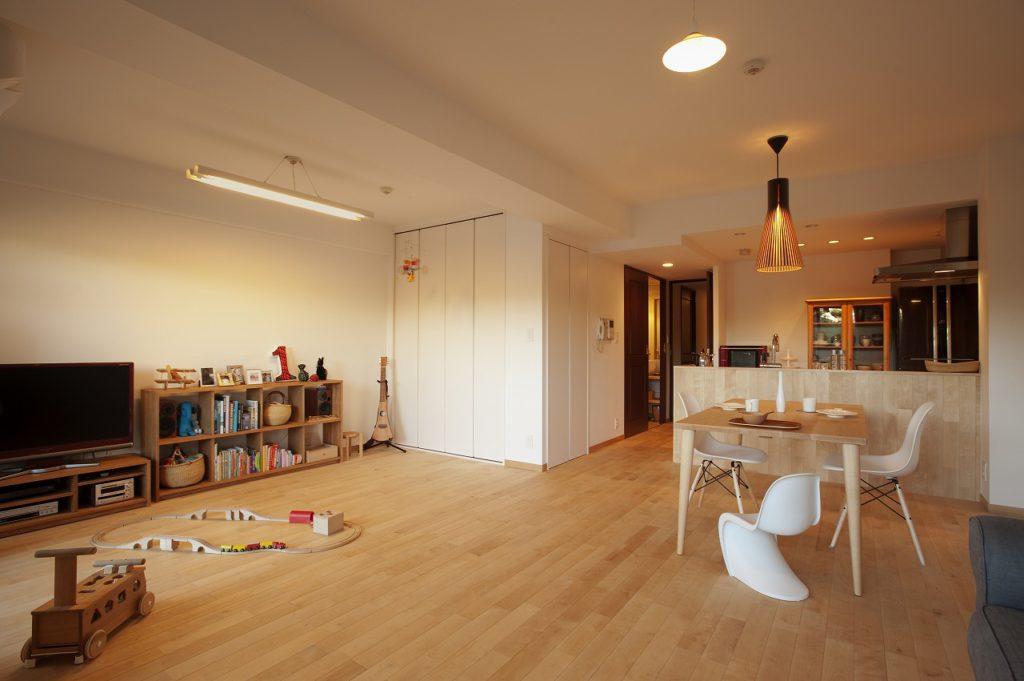 【リビング】 和室を取り込み、広いLDへその和室と 洋室の壁の段差をなくした。