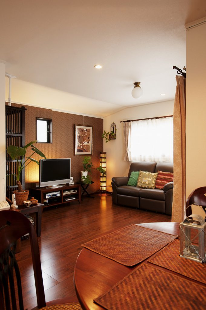 【ダイニング】 お手持ちのアジアン家具が調和する空間へ