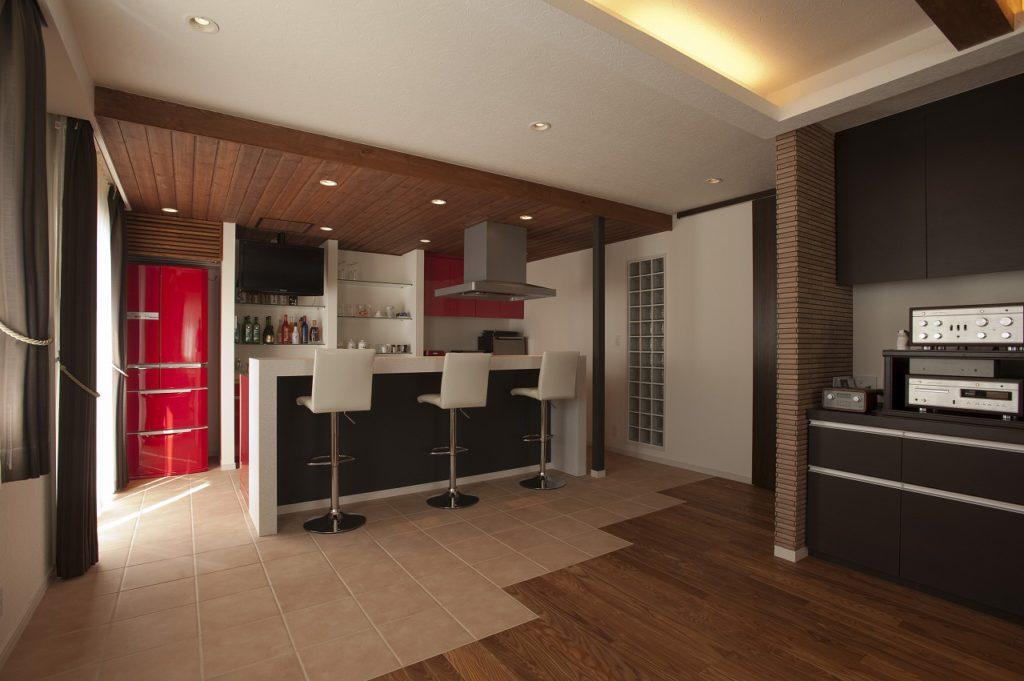 【キッチン】 キッチンはクリナップ社のラクエラを採用。 照明計画にもこだわっています。