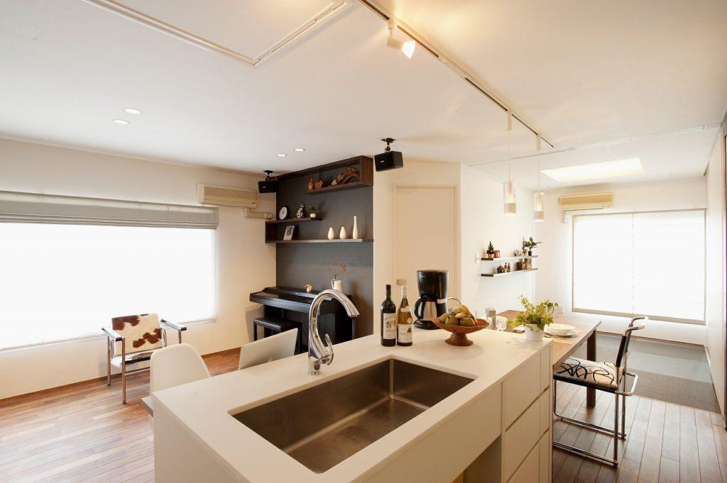 ▲キッチンからは全体を見渡すことが出来、家の中心の役割を果たしています。