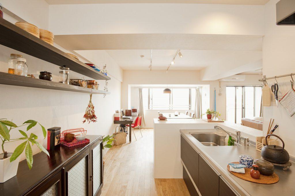 ▲壁との間の幅を広くとった対面キッチンは、「ゆったりしていて家事がとてもラク」とOさんもお気に入り。