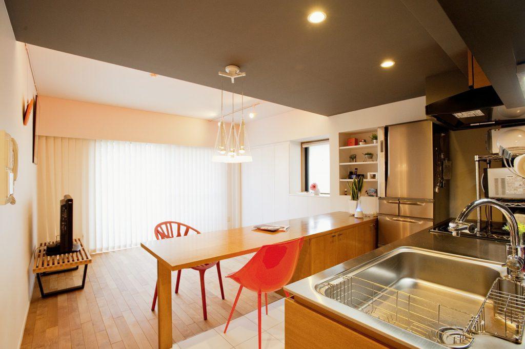 ▲オーダーキッチンとしながらも、コストを抑えたオリジナリティが溢れるデザイン性の高いキッチンになりました。