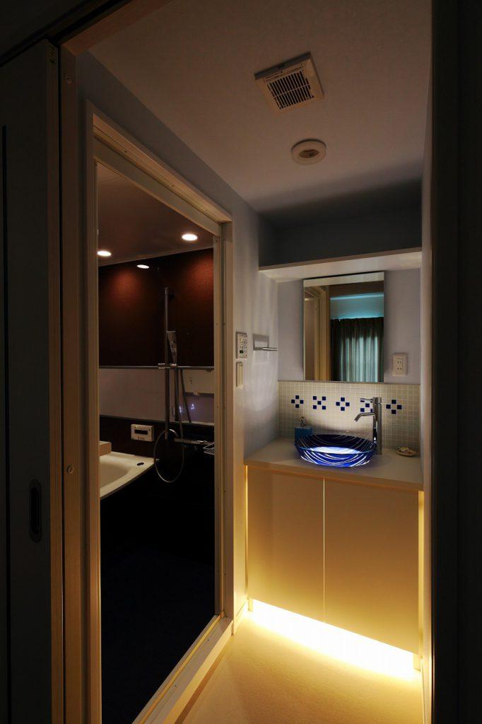 【洗面室】 照明を消すと・・・
