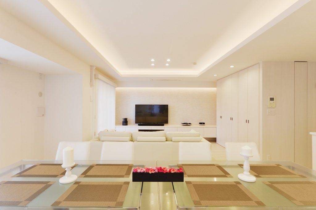 【LDK】 天井、壁の間接照明も上質さのポイントです