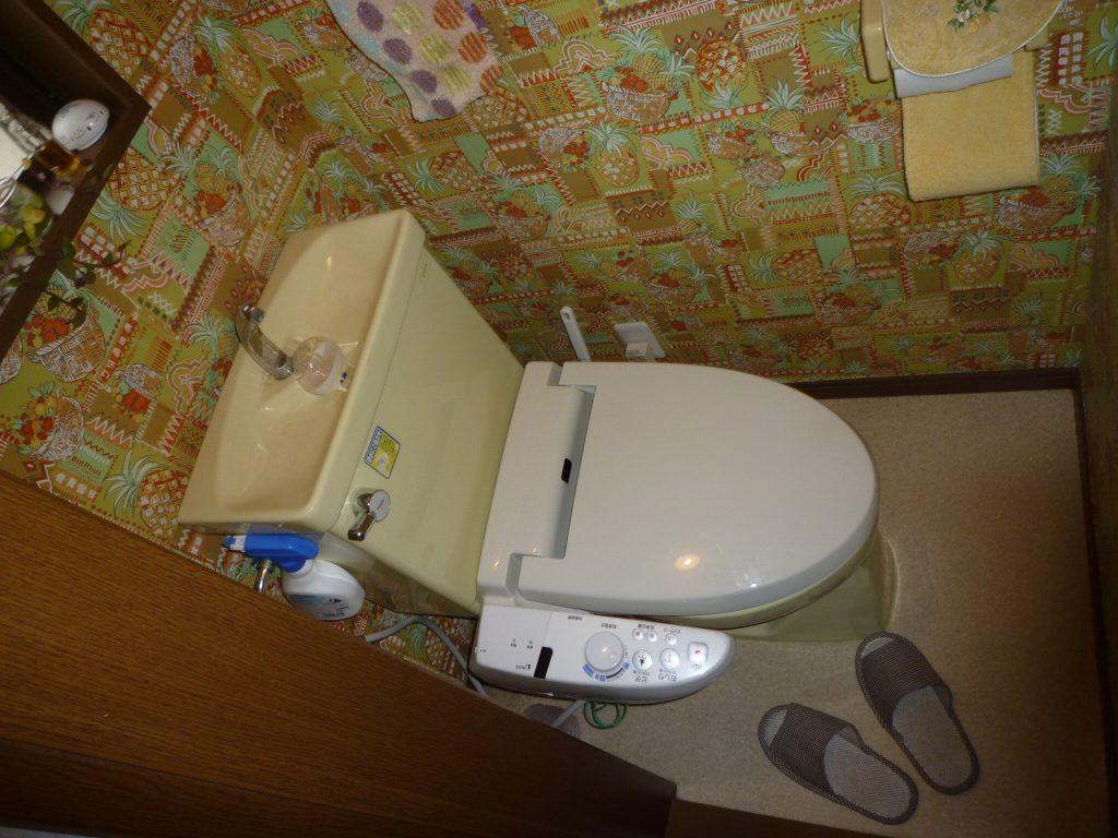 【トイレ】 もともとはトイレが狭い事から始まったリフォームでした。