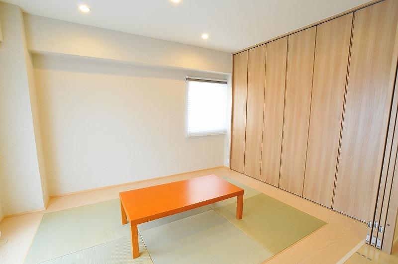 【畳コーナー】 ゲストルーム対応の畳コーナーは和と洋の雰囲気を兼ねた ナチュラルな空間です。