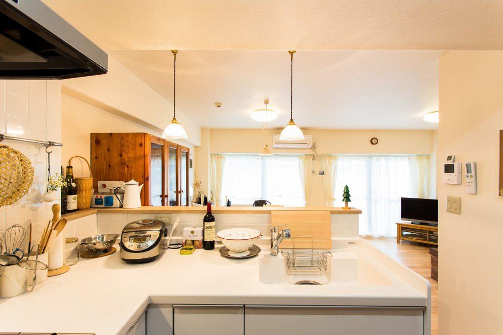 【キッチン(After)】 奥様の一番の要望「窓を眺め明るいキッチンに」を実現。