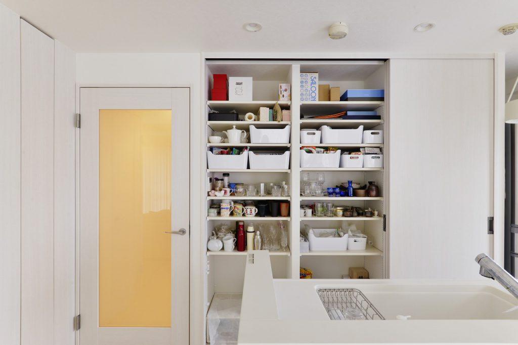 【キッチン】 キッチン収納も壁面いっぱいの大容量