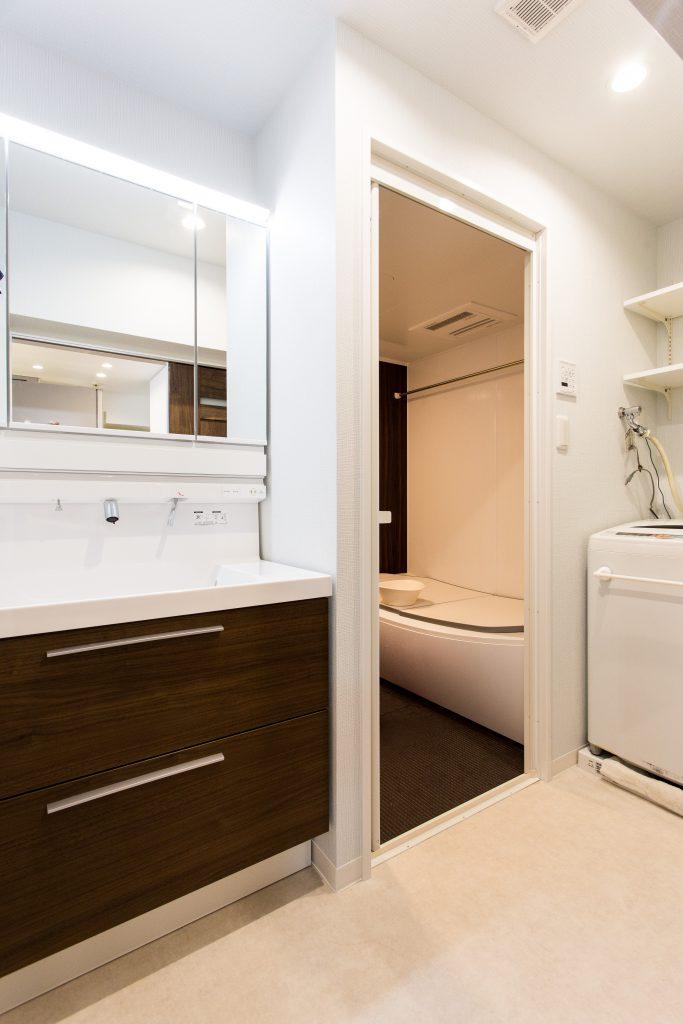 【洗面所・浴室】洗面台と洗濯機の位置を変え、浴室も大きく