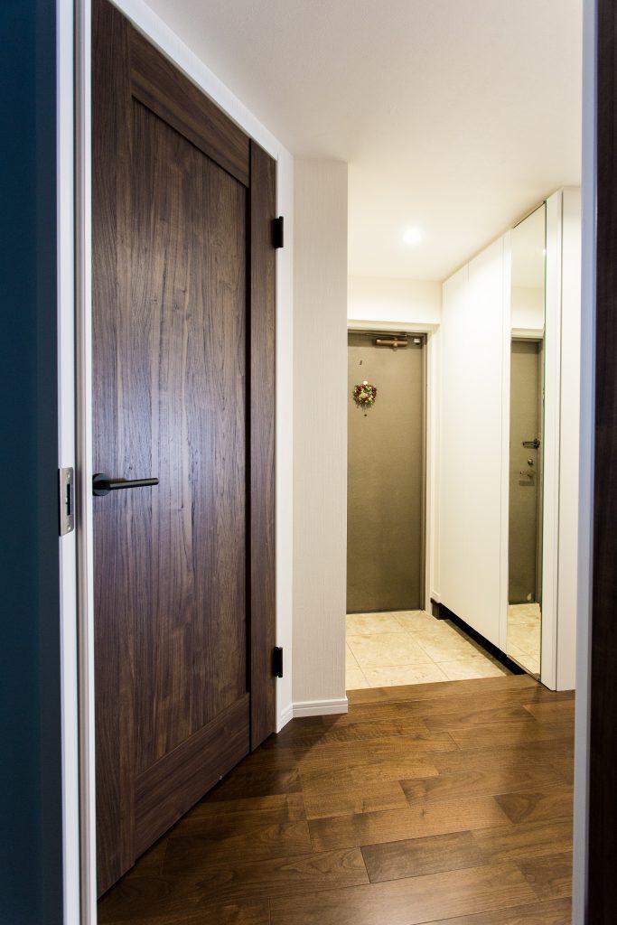 【廊下】最小限の廊下にし、リビングの明るさを取り込