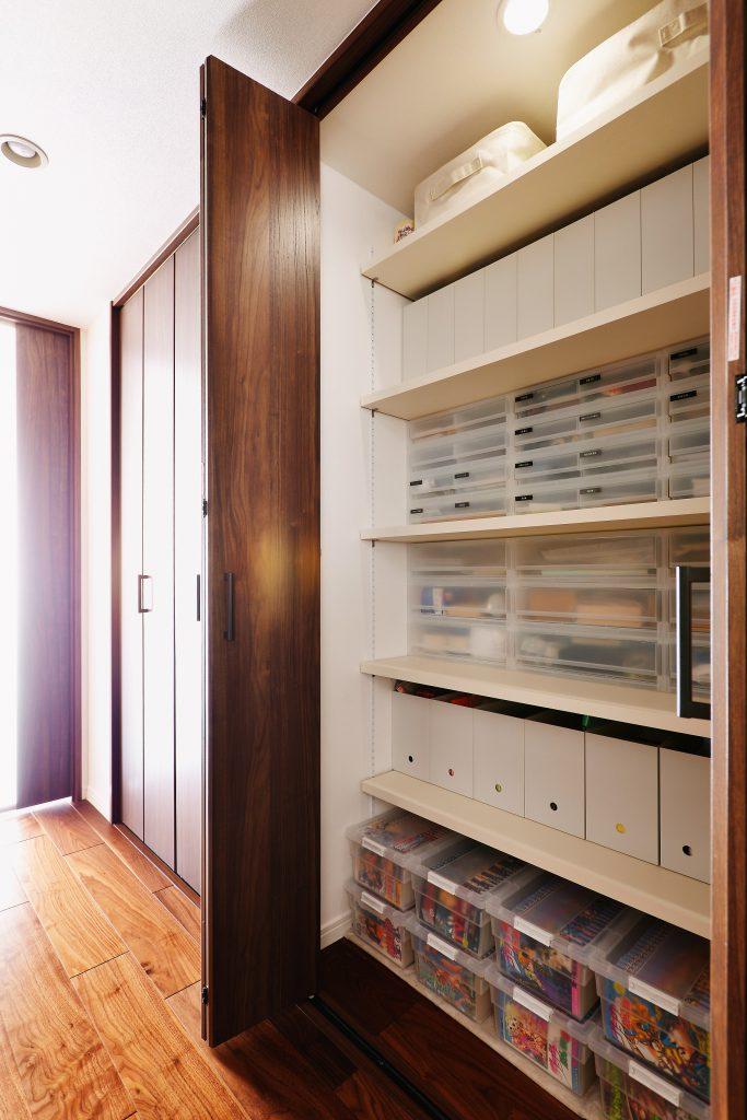 【収納】すっきりしまうための収納。建具も交換し、調和のとれた空間になりました。