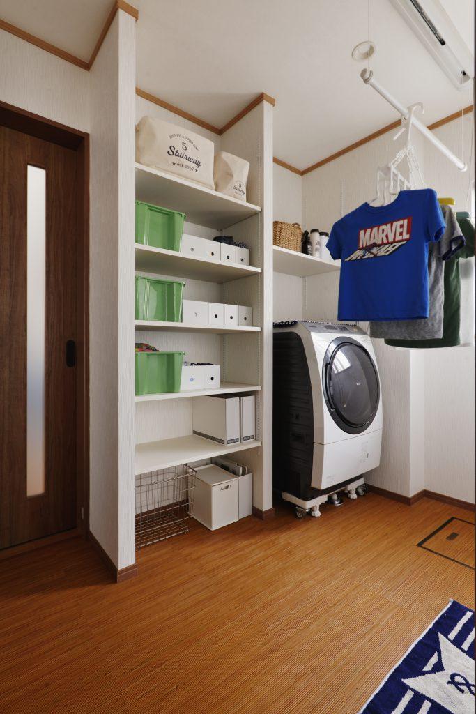 【洗面室】物干しスペースとリネン用棚で家事時短UP