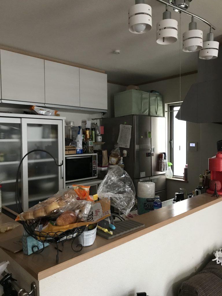 【キッチン】冷蔵庫が奥の方にあり、奥様が作業中に子どもたちやご主人が飲み物を取りに行く際、不便でした