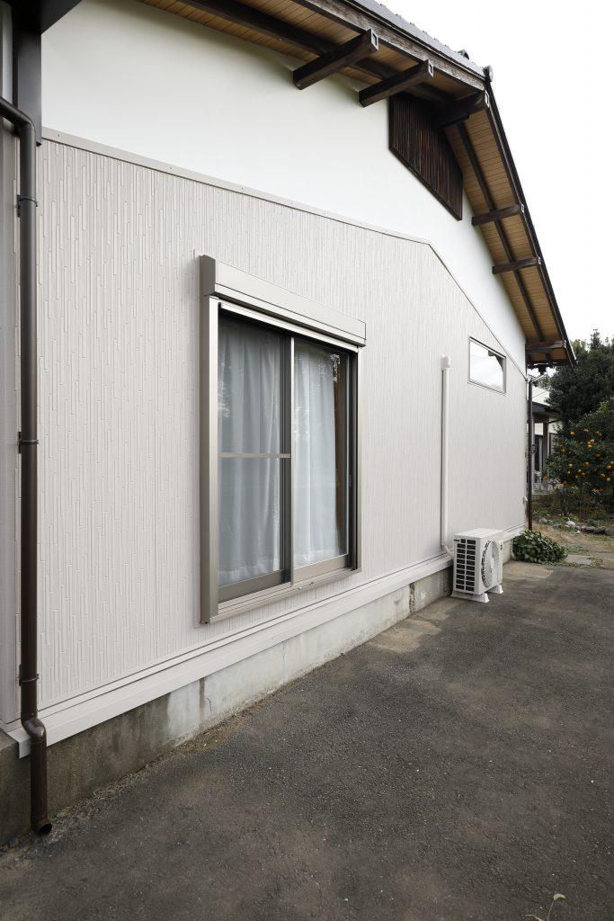 【外壁】活かせる部分は残しつつ、窓を断熱性の高い商品に交換する事で、夏は涼しく冬は暖かい環境へ。この窓から見える富士山は格別です。