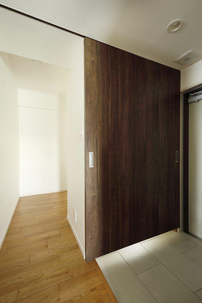 【シュークローク】扉を閉めることで表情が変わります。