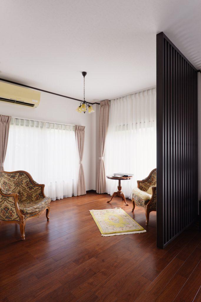 【リビング】元は和室のスペース。2方向の窓が気持ちよいのでリビングとして使うことを提案しました。