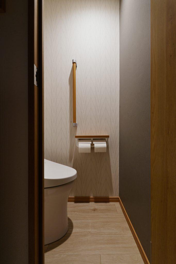 【トイレ】クロスや床材は一枚一枚ショールームでご確認いただきました。