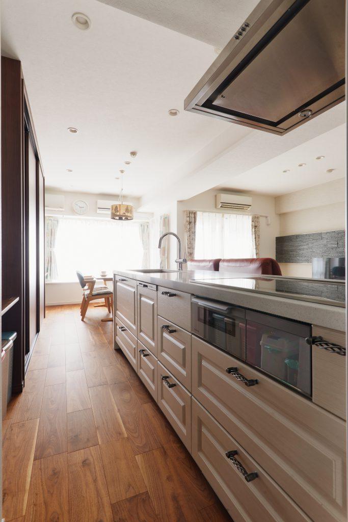 【キッチン】デザインが印象的なキッチンは、奥様の一目惚れ♪ハンドルにもこだわって、キッチンに立つのが楽しみになります♪