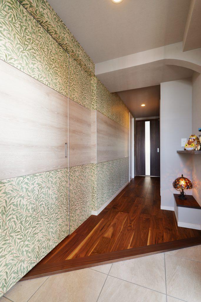 【玄関】ジブリが大好きな奥様のために、家のテーマは『プチジブリ美術館』。迷子になろうよ、いっしょに。