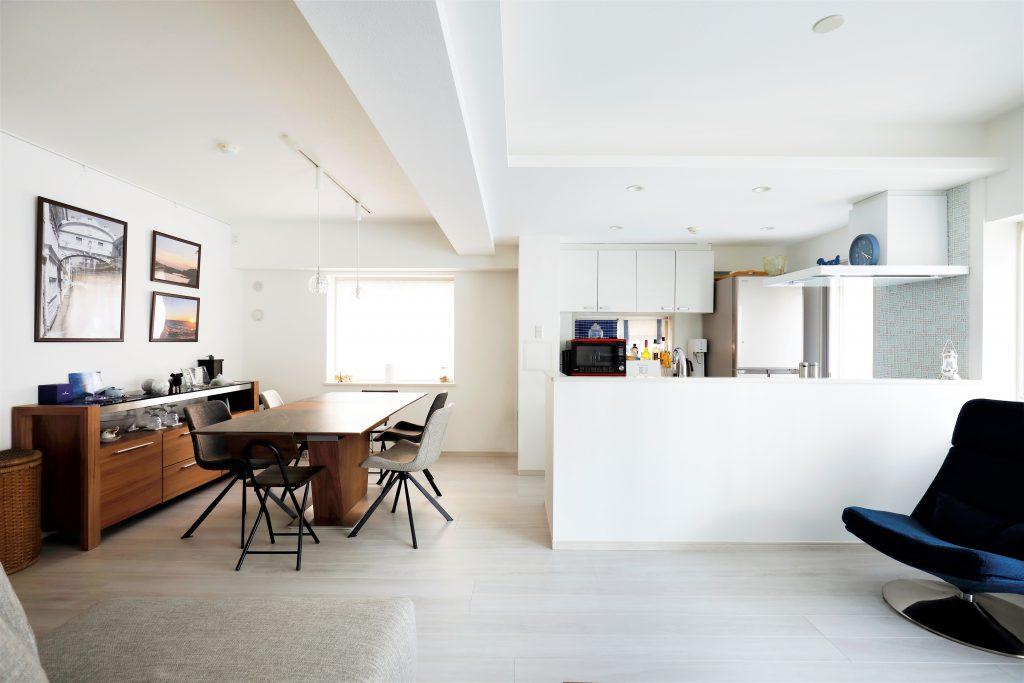 【ダイニングキッチン】窓を1つ増やしたことによって、光の差し込む爽やかなダイニングキッチンになりました。