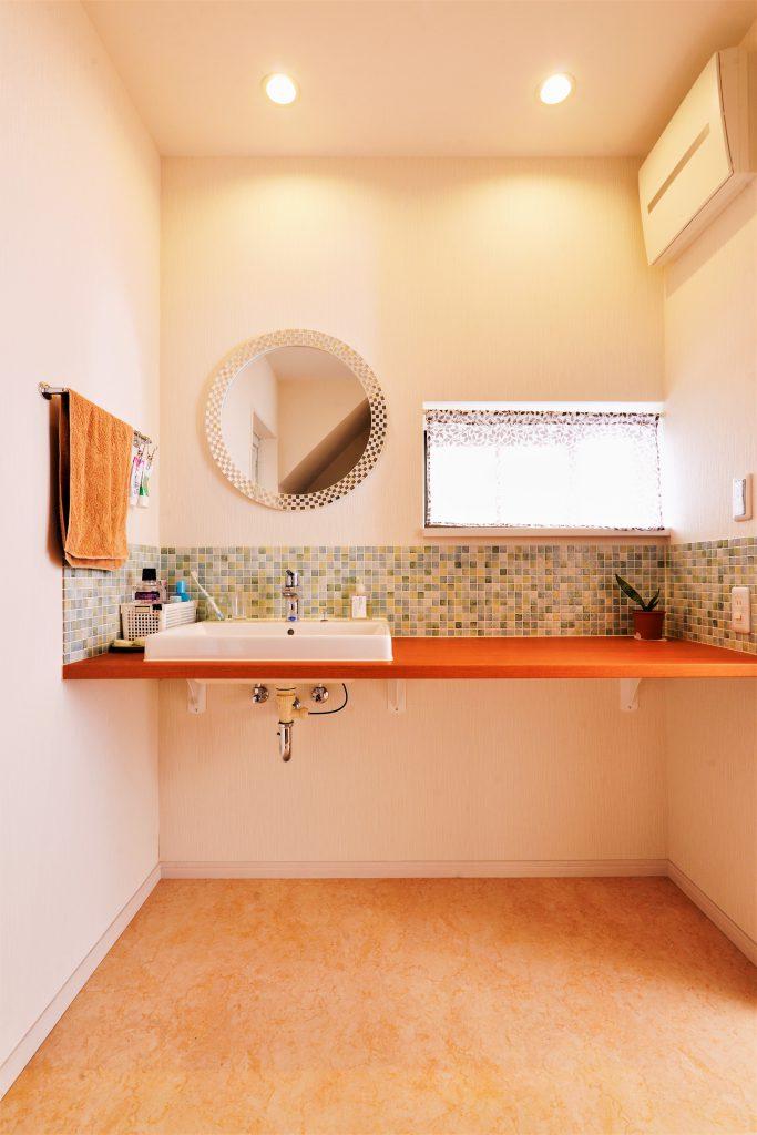 【洗面室】洗面台を広くすることで、ちょっとしたことがスムーズに。