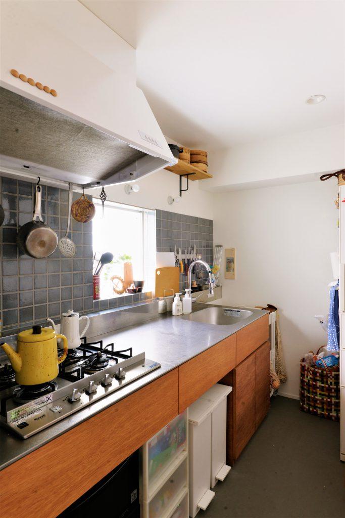 【キッチン】シンプルな機能とデザインにこだわったキッチンはtoolboxの商品を採用。
