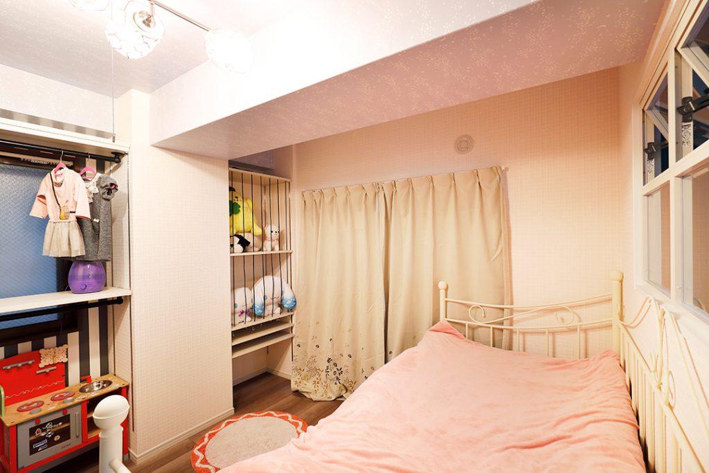 寝室は他の場所とは少しテイストの違う、ポップな空間です。