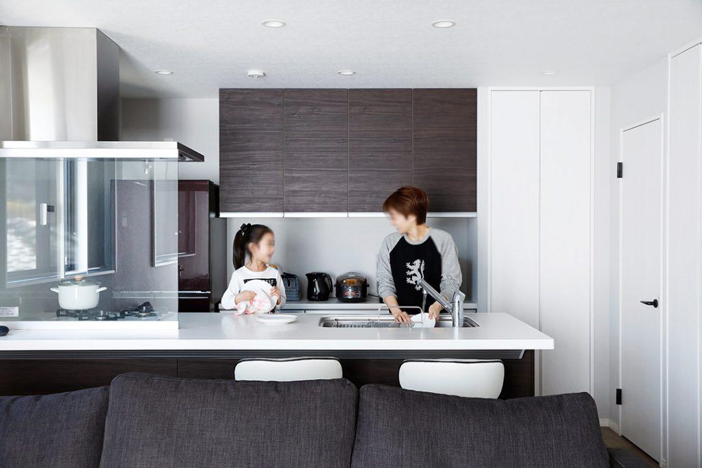 キッチンは2人で立てるようになりました。